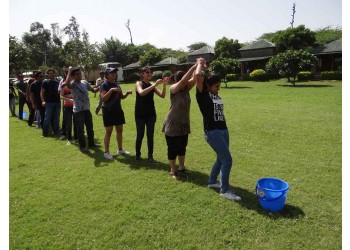 The bucket Story (Team Coordination)